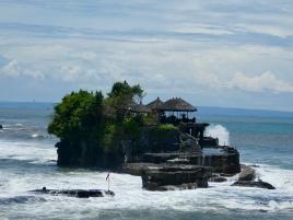 Tanah lot temple at high tide