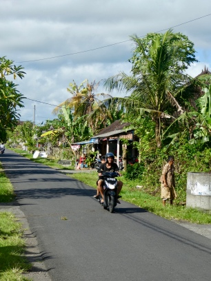 Cycling into the village. No maniac tourist on scooters but slow life